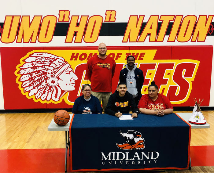 Jayzon signs to play ball at Midland college.